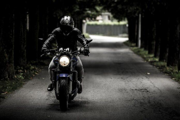 Moottoripyöräilijä