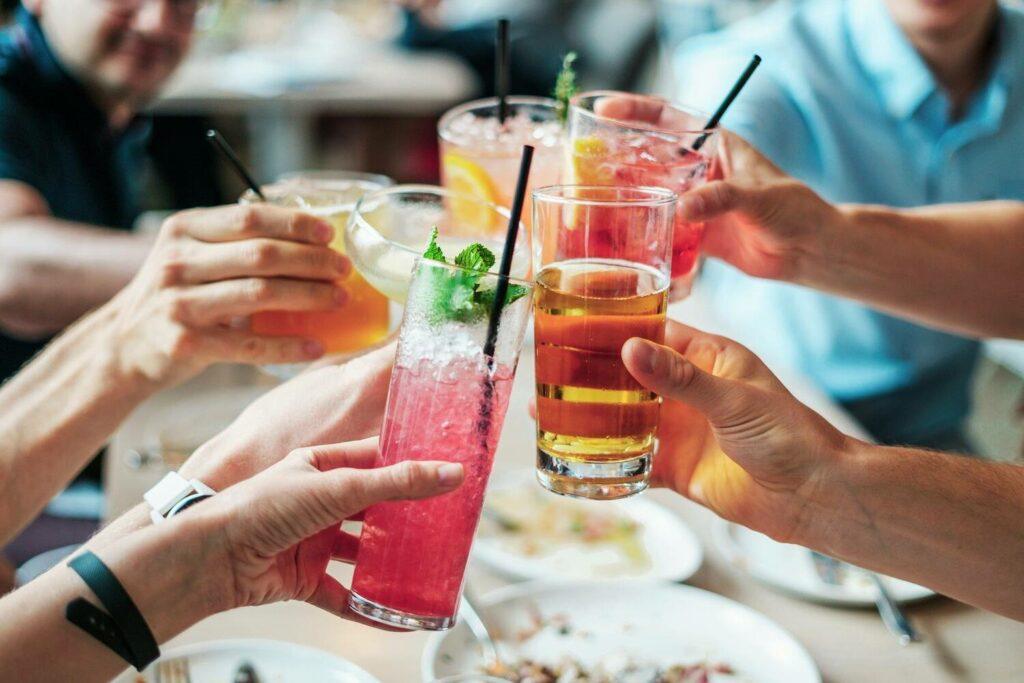 värikkäitä alkoholijuomia