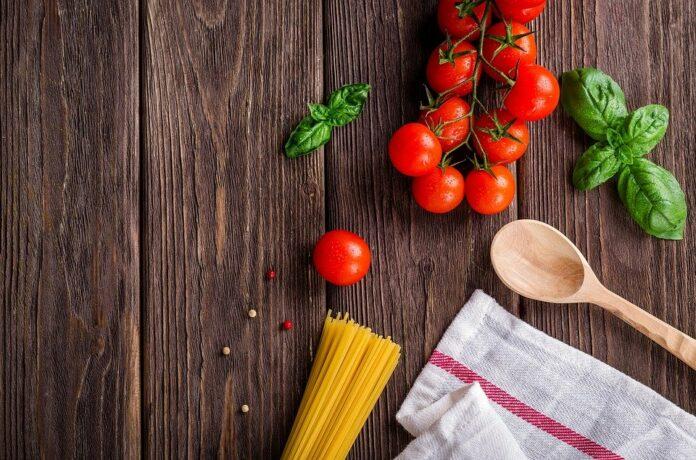 tomaatti-spagetti