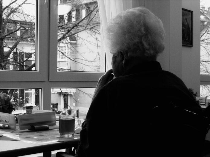 vanhus-nainen-dementia-