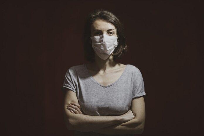 korona-maski-nainen-pixabay