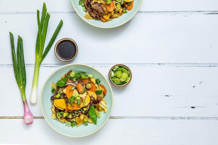 aasialainen-liha-kasvispannu_vaaka_kati-laszka