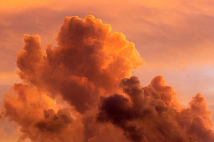 punaiset pilvet helteinen sää