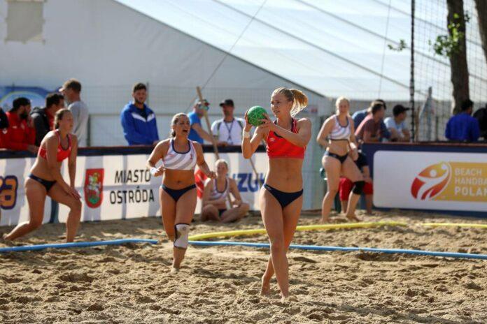 Naisten rantakäsipallon puolivälierät vuonna 2019, ottelemassa Norja ja Tanska
