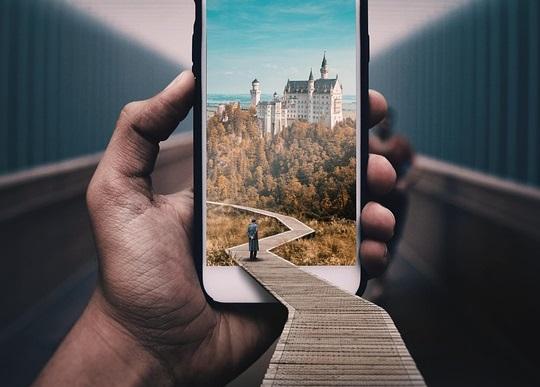 puhelin-matkailu-pixabay